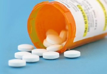 prescription painkillers Prescription painkillers, or opiates, are analgesic medications available only by prescription from a doctor veterinarian,other licensed medical personnelside effects from painkillers can include sedation, euphoria, dizziness, fatigue, depression, tremors, sleeplessness, anxiousness, flu-like symptoms, etc.