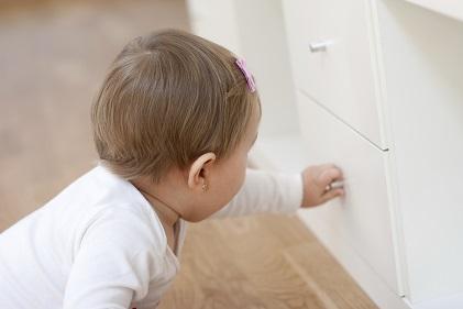 Baby-opening-drawer